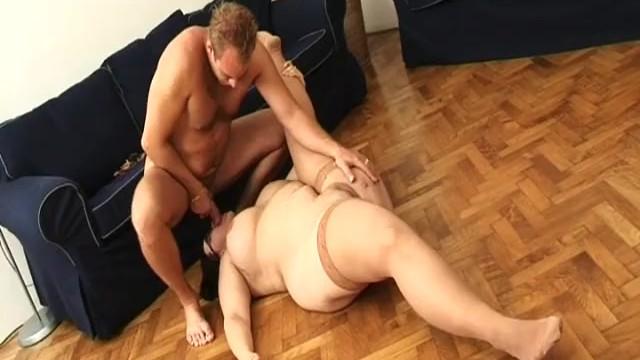 Порно фото толстой на шпагате