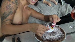 Preview 5 of Une jeune femme fontaine éjacule 7 fois pour ses 23ans par Vic Alouqua