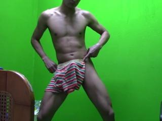 Irresistible hombre baila desnudo para mujeres