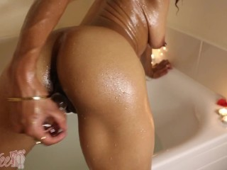 Golden Goddess Glitter Bath Teaser (Fucking Glass Dildo & Oil)