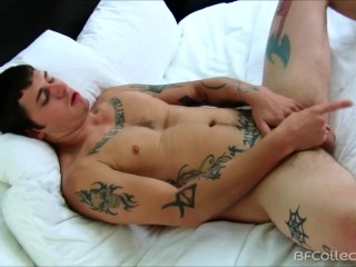 Raleigh Dukati Loves To Jerk Off