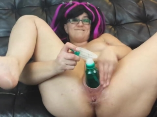 Squirt bottle pussy fucking