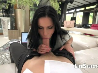 She Loves it from Behind - Annie Wolf