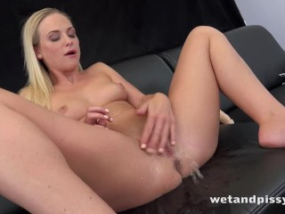 Wetandpissy - Vinna Reed peeing her hotpants in solo pissing video