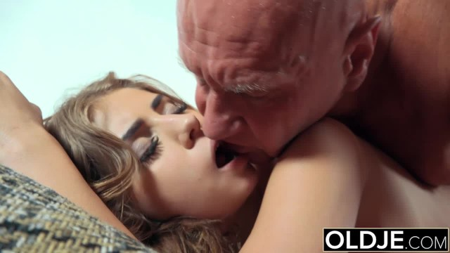 Kelly ripa xxx Pretty girl mouthful of cum and anal sex with grandpa cock