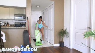 BANGBROS Big Tit Latina Maid Julianna Vega Takes Dick (mda13561)