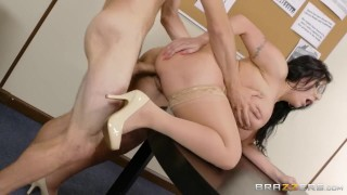 Fucking A Thick Milf In The Library - Brazzers Shaved amateur
