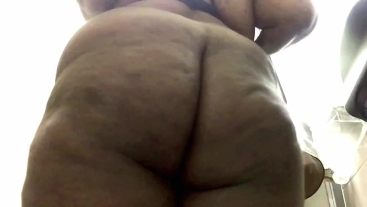 Ebony Girl Is Shaking Her Bubble Butt & Plays With Herself