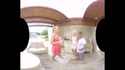 Kayla Green和Kyra Hot在VR庆祝独立日!