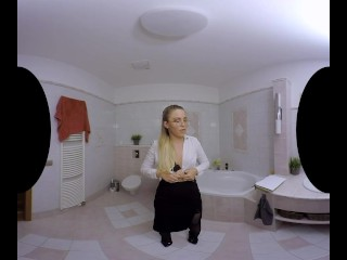 Real estate agent Selvaggia gets fucked after examining a house