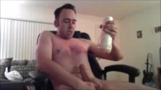 最高のポルノ映画 - 腹ボタンの上の8インチのバックバックを裸でバック