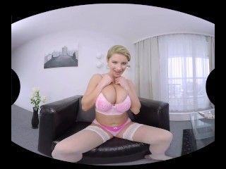 The grandiose boobs of Katerina Hartlova in virtual reality!