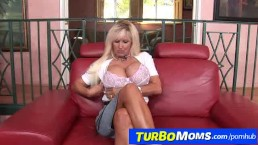 Tia Gunn a horny 60+ lady gets her huge tits fucked