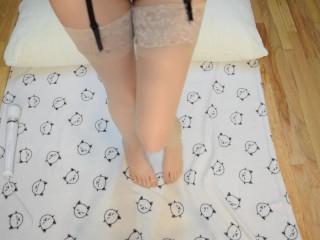 Kitty on the floor sample