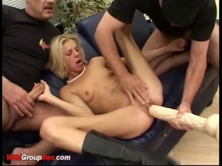 Amatuer old man cums in pussy