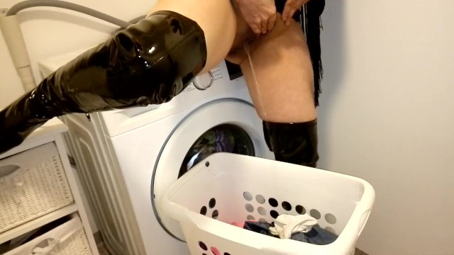 Vintage wire basket - Milf pissing in laundry basket