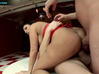 Hot Veronica Rayne and her huge booty got a taste of two cocks
