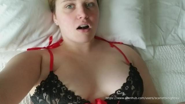 scarlett knightley boobs