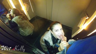 College girl got public blowjob in the office building elevator