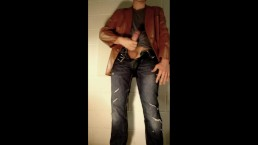 Quick Jerk Off in Tight Jeans
