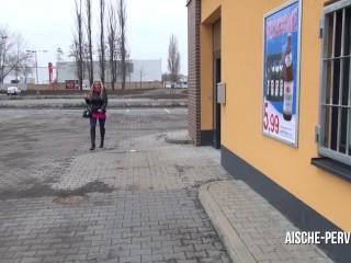 Brutal erpresst - Public geblasen und Sperma geschluckt - AISCHE PERVERS