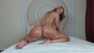Tanned Milf JessRyan Twerking Ass Orgasm squirt