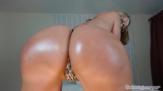 Tanned Milf JessRyan Twerking Ass Bubble mom