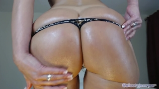 Tanned Milf JessRyan Twerking Ass Shaved ass