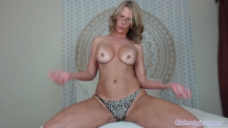 Tanned Milf JessRyan Twerking Ass Natural girl