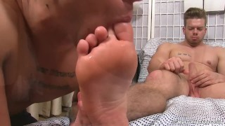 Ryan Sparks has his feet worshipped by AJ for the first time Solo muscle