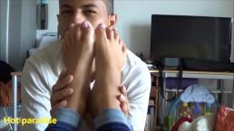 Bob45 dévore mes jolis pieds nus encore une fois