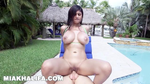 Mia Khalifa Bath Blowjob