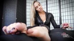 Sasha Foxxx Foot Smelling Handjob Brattyfootgirls.com