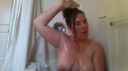 jaebunniexoo gives herself goldenshower