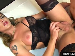 Shemale Amanda Fialho gets her ass rimmed before barebacked