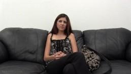 Volledige video: Miranda Miller porno debuut - Backroom Casting Klassieker