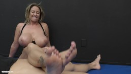 SCISSORS & TITS – BIG BOOB WONDER WOMAN EVA NOTTY