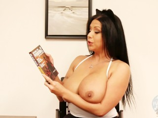 Topless Girls Reading: Road To Perdition #2