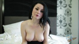 Topless Girls Reading: The Great Gatsby with Veruca James