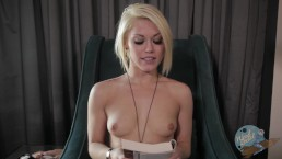 Topless Girls Reading: World War Z with Ash Hollywood