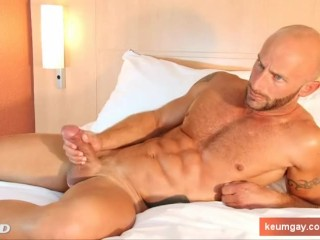 Sexy innocent straight guy in a gay porn. Aymeric in spite of him !