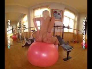 DDFNetwork VR – Fit Girl Cecilia Scott Fucks herself for you in VR