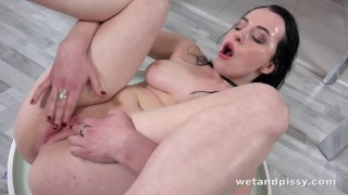 Drenched vibrator play piss wetandpissy quinn for babe lindermann girls in