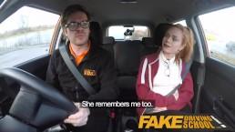 Fake Driving School Schattige roodharige Ella Hughes neukt en eet instructeur's sperma