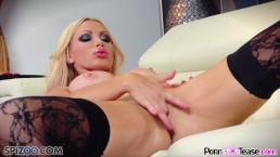 Pornstar Tease - Nikki Benz Onthul haar grote borsten en perfect strak kutje