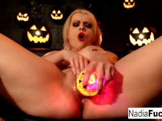Nadia White Halloween Plezier