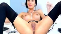 Gorgeous Busty Babe Masturbating Pussy on Cam