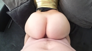 My new gold outfit on my juicy body