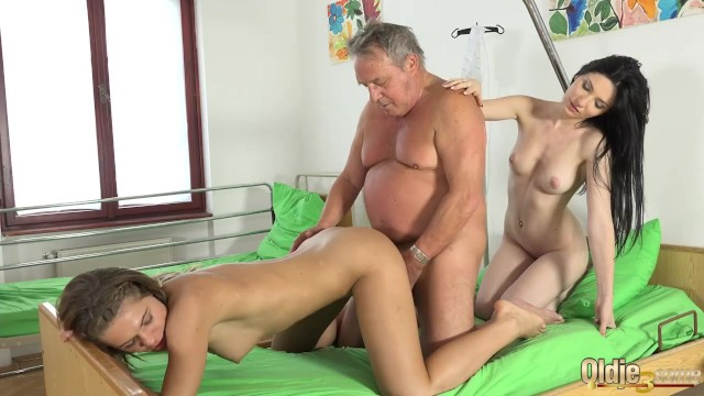 Grandpa At The Doctor Fucks Hot Young Nurses In Old Young -6280