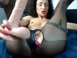 02 Nov 2017 - I play hard with my pussy and I chat with my fans